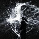 《the irreversible》(2010年) パラレルワールドをある地点から切り取った映像。2秒間の不可逆な運動の映像シーケンス1024本を巻き戻して上映する。